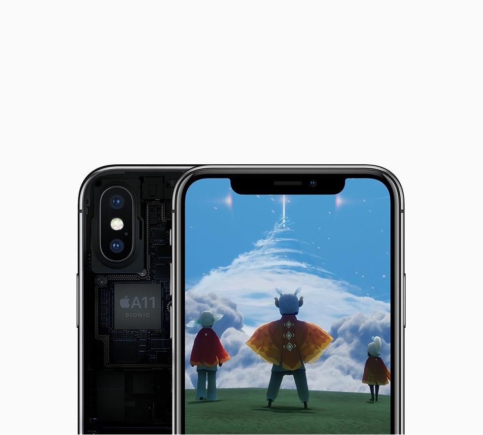 iPhone X シルバーの画面に3人のキャラクターが仮想現実で空を見上げているイラストが写っている画像