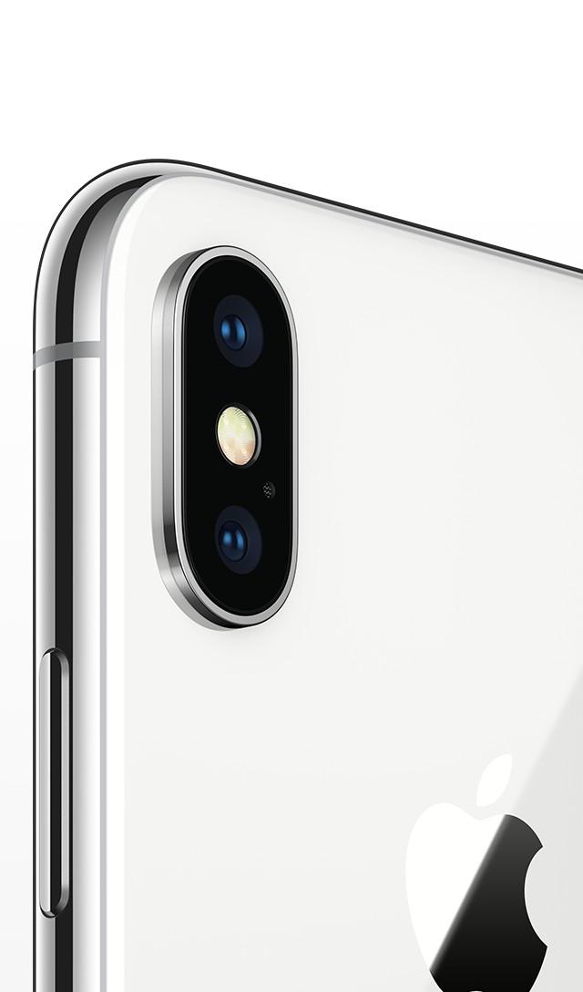iPhone X シルバーの上半分の背面画像