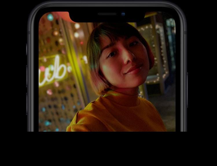 iPhone XR(テン アール)のTrueDepthカメラ。ƒ/2.2:広角レンズ、ポートレートモード:深度コントロールに対応、1080p HDビデオ:最大60fps。