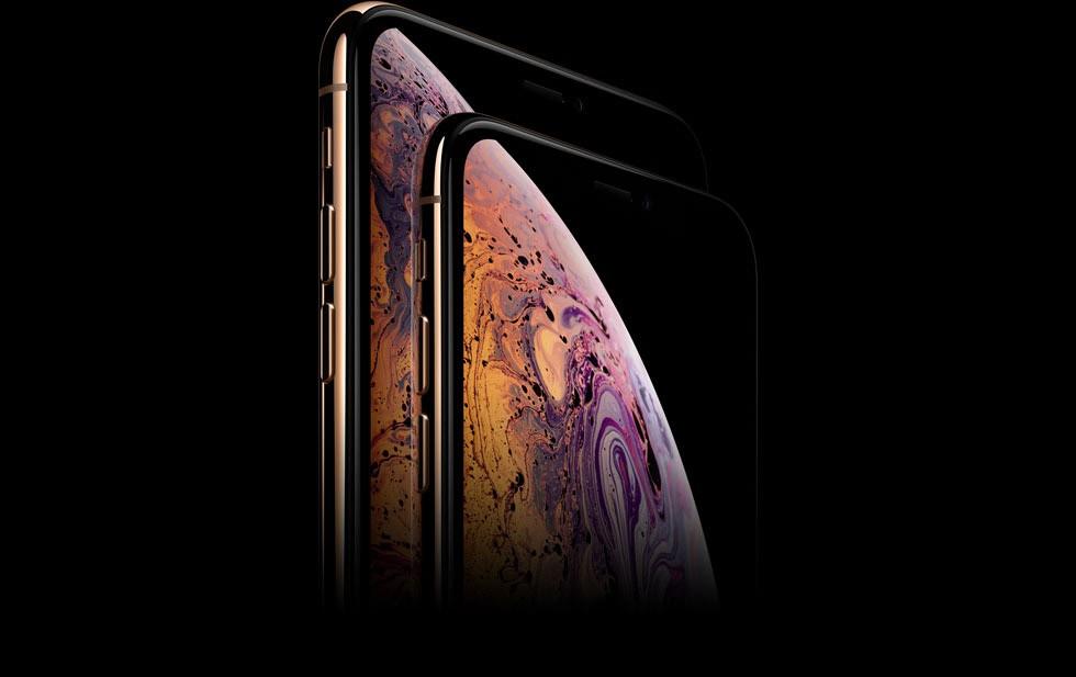 iPhone XSとiPhone XS Maxが縦に折り重なっており、それぞれの画面に紫・ピンク・オレンジのマーブル模様がきれいなバブル(1/4)が写っている画像