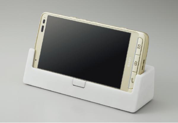 イメージ:手軽に充電できる卓上ホルダが付属